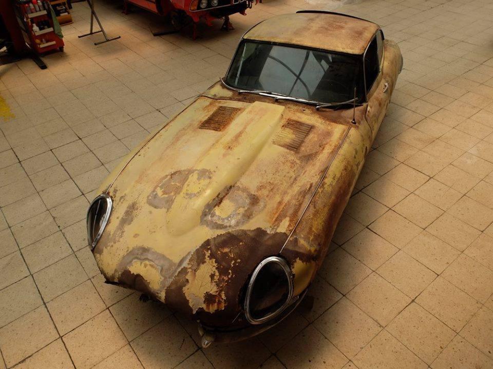 Jaguar E-type 4.2 para restaurar